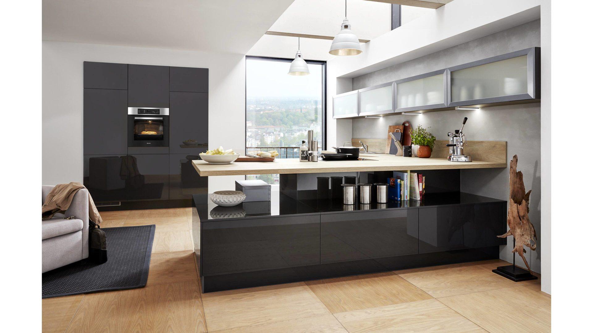 Einbauküche Brigitte Küchen Frickemeier | Culineo Aus Holz In Grau Culineo  Küche Mit MIELE Einbaugeräten Mahattangraue
