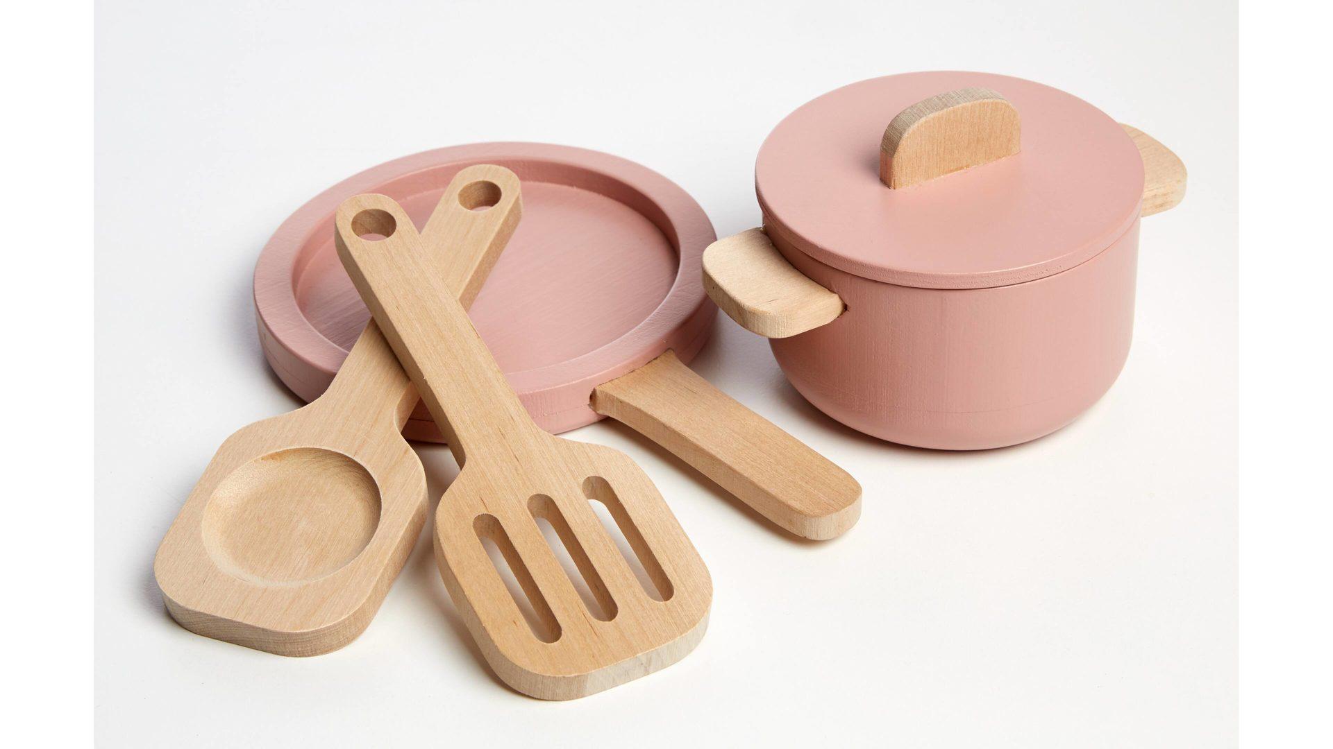 FLEXA Kinder-Küche Kochgeschirr, dunkelrosa Lackoberflächen & Birkenholz –  fünfteilig