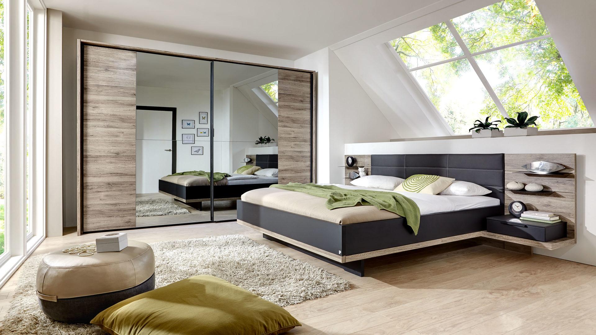 Schlafzimmer mit Doppelbettgestell und Schwebetürenschrank, Sanremo  eichefarbene & mattschwarze Kunststoffoberflächen, basaltf