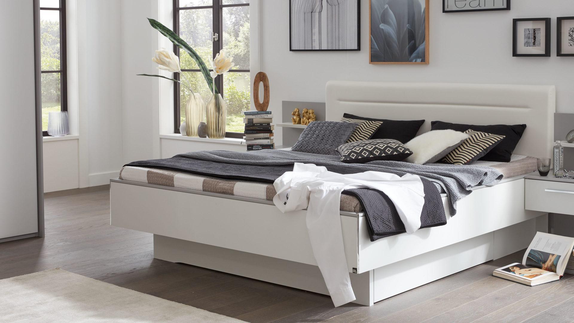 Interliving Schlafzimmer Serie 1011 – Doppelbettgestell, seidengraue &  weiße Kunststoffoberflächen – Liegefläche ca. 180