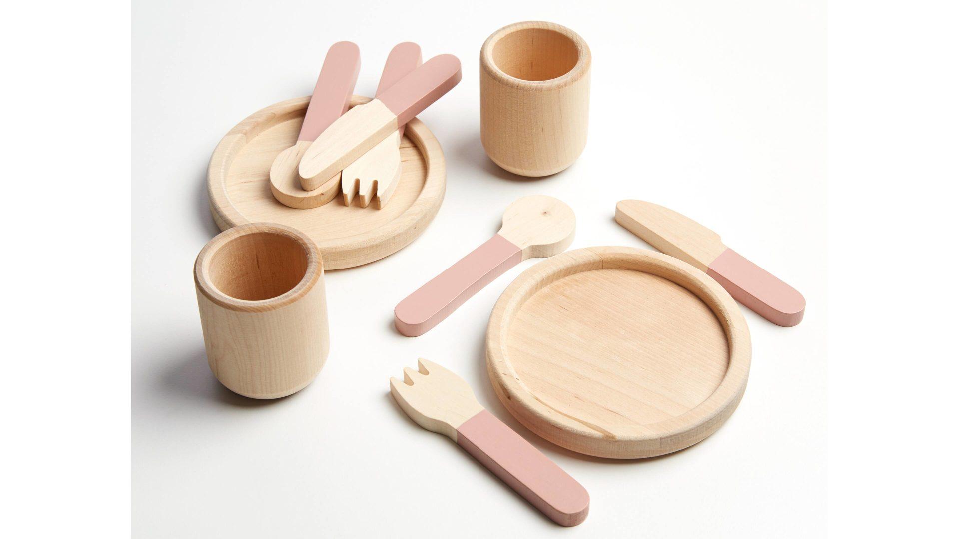 FLEXA Kinder-Küche Geschirr- & Besteck-Set, dunkelrosafarbene  Lackoberflächen & Birkenholz – zehnteilig