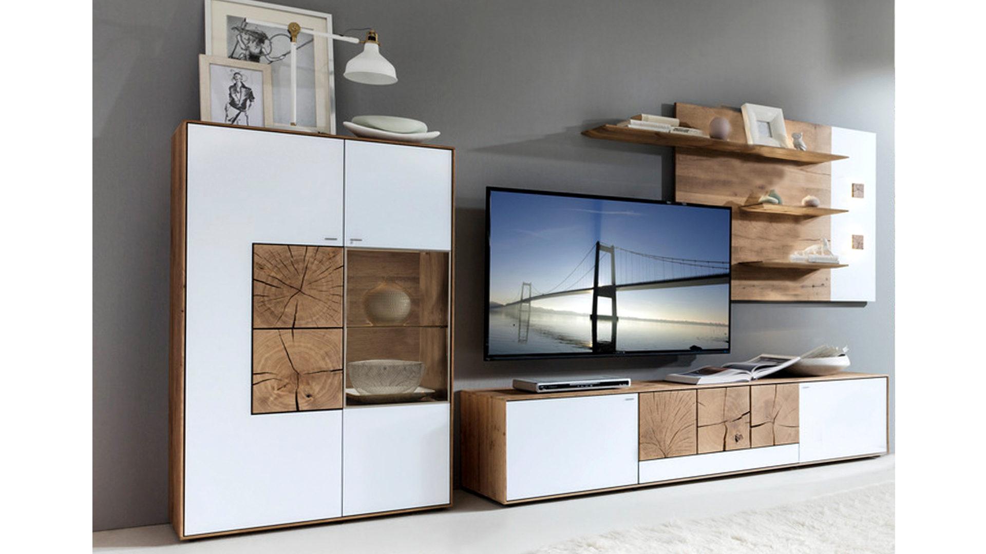Wohnwand mit Vitrinenschrank und Regalen, weißes Mattglas & Kerneiche –  Breite ca. 6 cm
