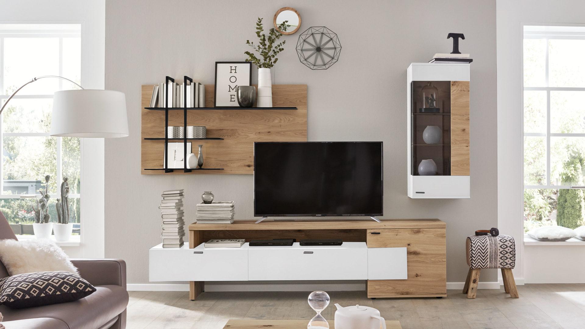 Interliving Wohnzimmer Serie 10 – Wohnkombination, weiße Lackoberflächen  & Balkeneiche – dreiteilig, ca. 10 cm