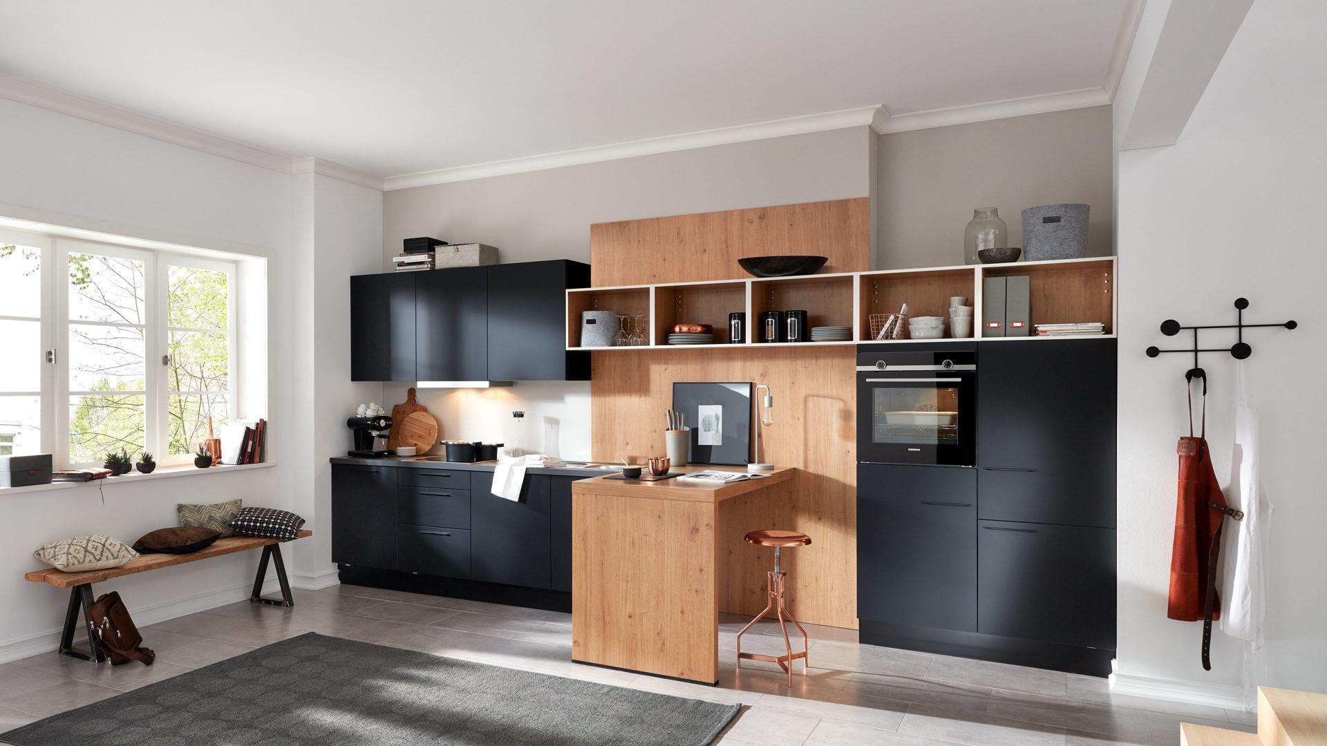 WERT-KÜCHE Ulrika Küchenzeile mit SIEMENS Einbaugeräten, onyxschwarze &  asteichefarbene Kunststoffoberflächen – Länge ca.